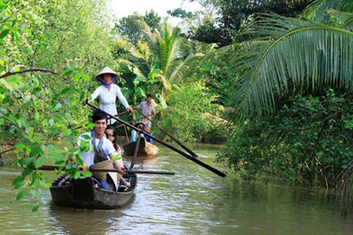 2-Days Private Cu Chi Tunnels & Cai Be Floating Market Package Tour