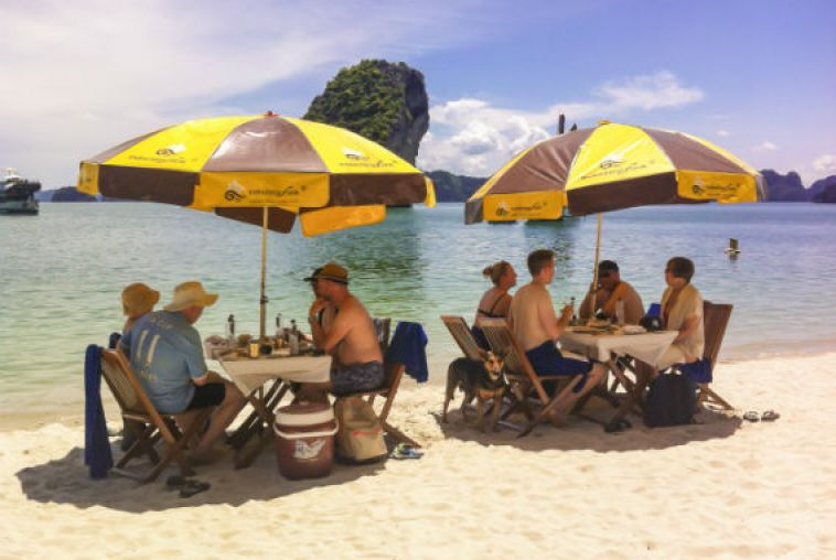 Beach-BBQ-Halong-bay-1_568