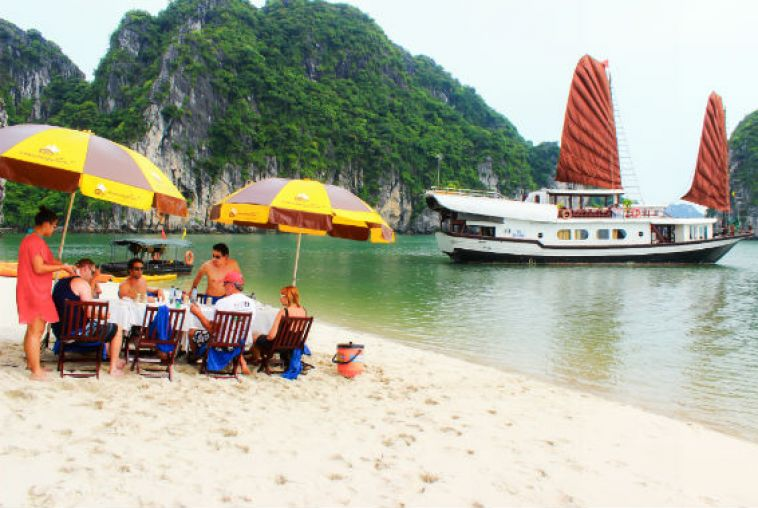 Beach-BBQ-Halong-bay-5_568