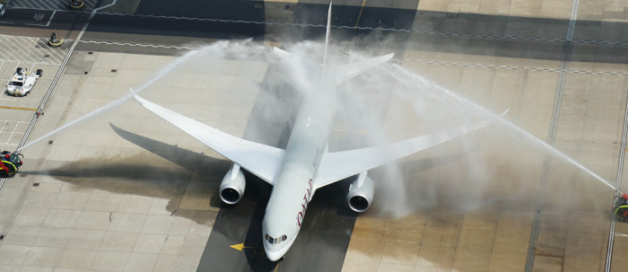 Qatar-first-touched-down-in-Da-Nang-with-water-cannon-salute
