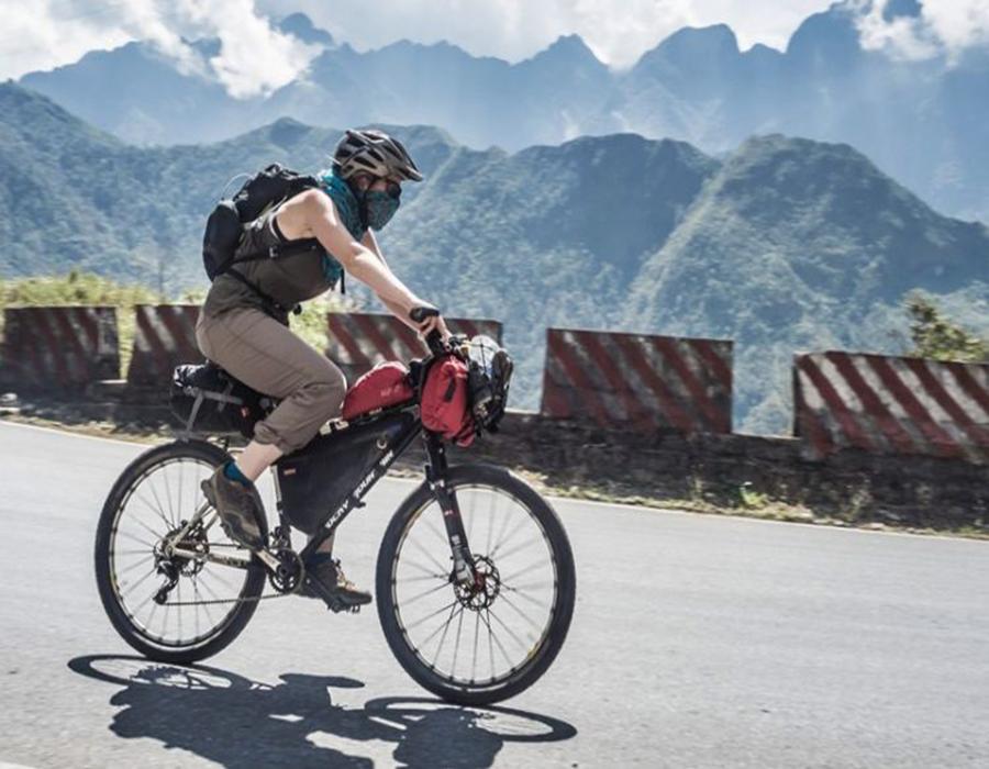 1 day cycling tour in Hai Van Pass, Vietnam
