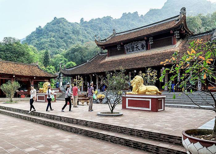 Hanoi to Perfume Pagoda 1 day tour
